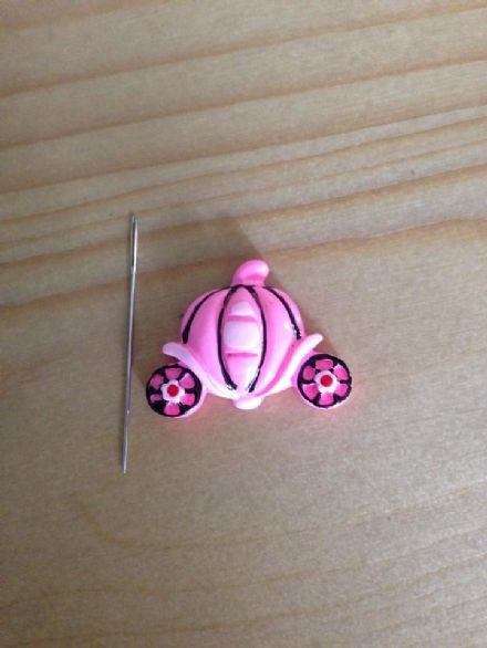 Princess Carriage Needle Minder